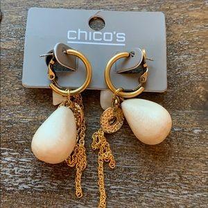 NWOT Chico's pierced hoop earring wood shell chain